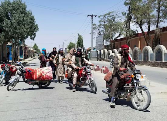 לוחמי טליבאן בעיר ע'זני, שנמצאת בקרבת בירת אפגניסטן קאבול / צילום: Associated Press, Gulabuddin Amiri