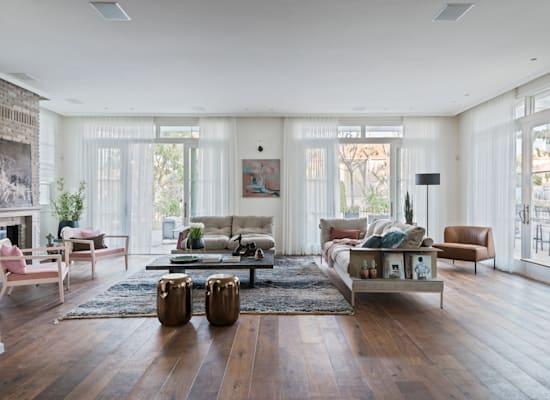 חלונות מעוצבים לביתMarvin ; רהיטי אריק בן שמחון / צילום: שי אדם