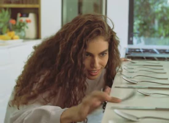 שלומית מלכה בקמפיין לקסטרו הום / צילום: צילום מסך