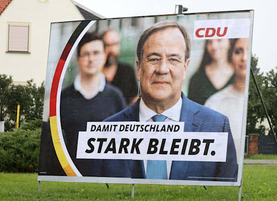 שלט של מועמד ה־CDU, ארמין לאשט. ''כדי שגרמניה תישאר חזקה'' / צילום: Reuters, Eibner-Pressefoto via www.imago-images