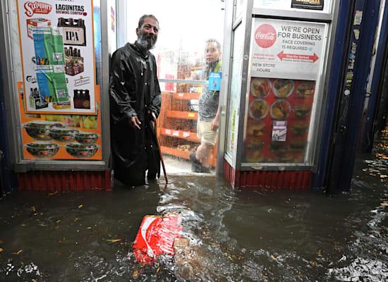 חנות מוצפת בניו יורק / צילום: Reuters, Anthony Behar/Sipa USA