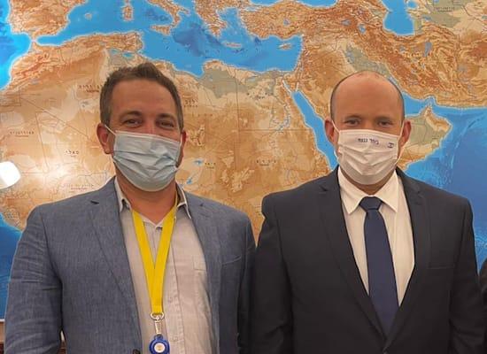 ראש הממשלה נפתלי בנט, ומנכ''ל טיקטוק ישראל אסף שגיא / צילום: יח''צ