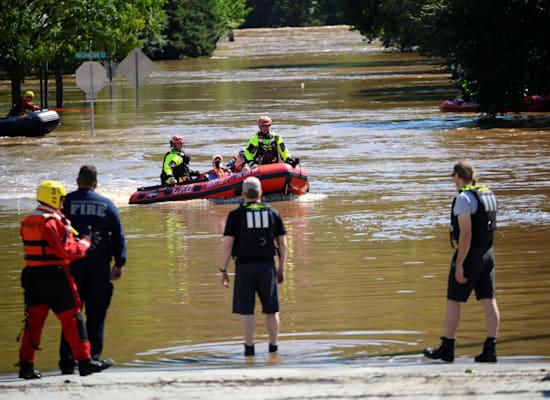 צוותי חילוץ בפנסילבניה מחלצים אנשים שנתקעו בשיטפונות בשל הוריקן איידה / צילום: Reuters, Bastiaan Slabbers