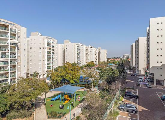 גינה בראשון לציון. מתמקדים בגינות ציבוריות קטנות / צילום: Shutterstock