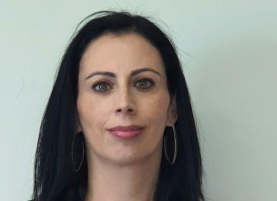 רות אפריאט מנהלת החטיבה העסקית ברמ''י / צילום: אורטל צבר