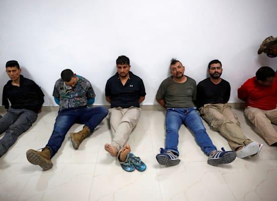 העצורים הראשונים בפרשה כפי שהוצגו לתקשורת יממה לאחר הרצח. לא ברור מדוע היה צריך לייבא שכירי חרב / צילום: Reuters, Estailove St-Val