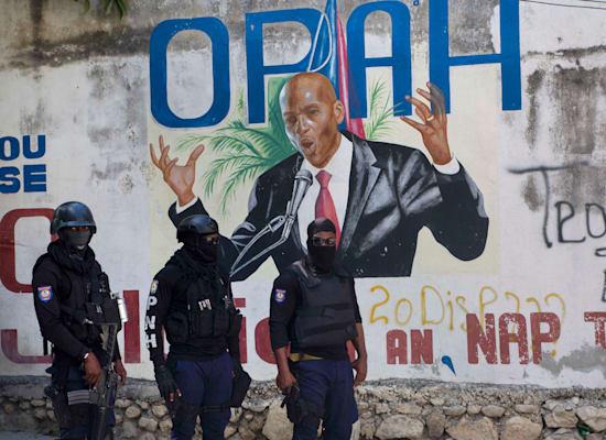 ציור קיר של נשיא האיטי ז'ובנל מואיז / צילום: Associated Press, Joseph Odelyn