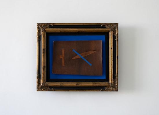 Philip Rantzer, Leather Composition, 2021, mixed media, 56x8x64 cm / צילום: באדיבות גלריה גורדון