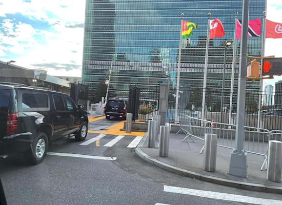 שיירת ראש הממשלה בדרכה לבניין האו''ם