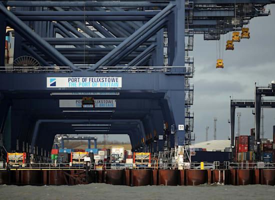 משאיות בנמל פליקסטו, בריטניה / צילום: Reuters, PETER CZIBORRA