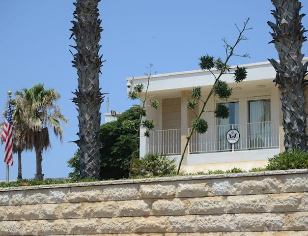 בית השגריר האמריקאי ברחוב גלי התכלת 40, הרצליה פיתוח / צילום: איל יצהר