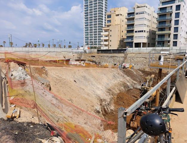 רחוב הירקון 2, תל אביב / צילום: איל יצהר