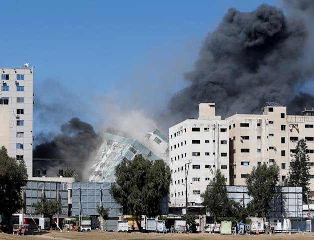 בניין אלג'לאא שהופל בעזה / צילום: Reuters, MOHAMMED SALEM
