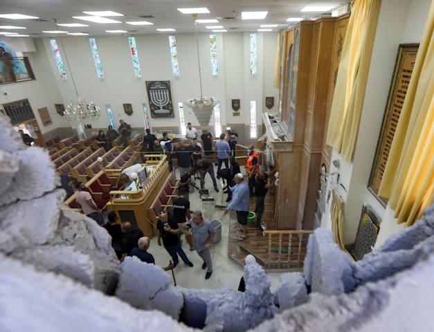 בית הכנסת באשקלון שנפגע היום מרקטה / צילום: Reuters, BAZ RATNER