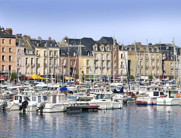 נמל העיר דייפ בנורמנדי צרפת / צילום: Shutterstock, Christian Musat