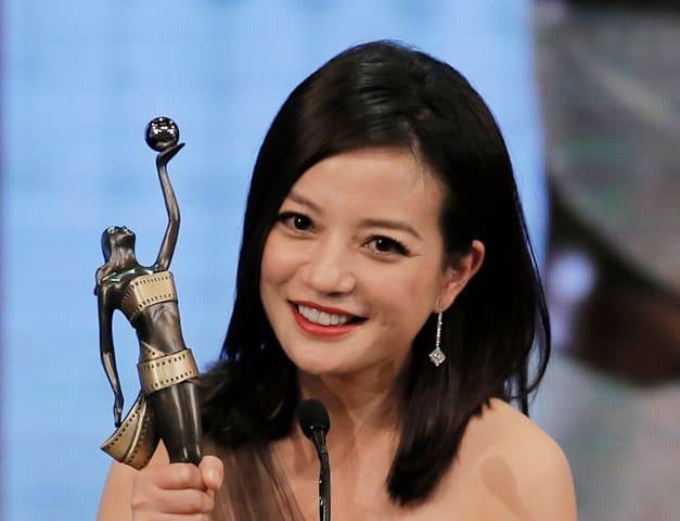 ז'או וויי עם פרס השחקנית הטובה ביותר, טקס פרסי הקולנוע בהונג קונג ב-2015 / צילום: Associated Press, Vincent Yu