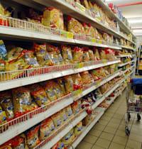 מדפים בסופרמרקט / צילום: תמר מצפי
