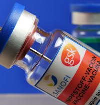 בקבוקון של חברת סאנופי עם חיסון לקורונה / צילום: Reuters, Martin Wagner
