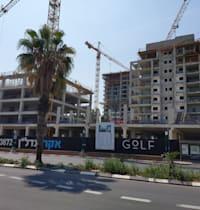 אתר בנייה בתל אביב / צילום: איל יצהר