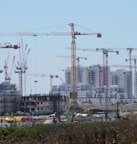 שכונת מגורים בבנייה / צילום: איל יצהר