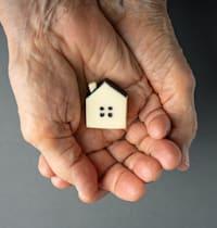 הוראות הצוואה, כך נקבע, הפכה את הדירות לנכסים מוגבלים מבחינת עבירותם / צילום: Shutterstock, Varavin88