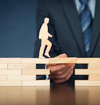 בארה''ב מקובל לרכוש ביטוח חיים על חשבון המעסיק עבור עובדים בכירים כתמריץ / צילום: Shutterstock, Jirsak