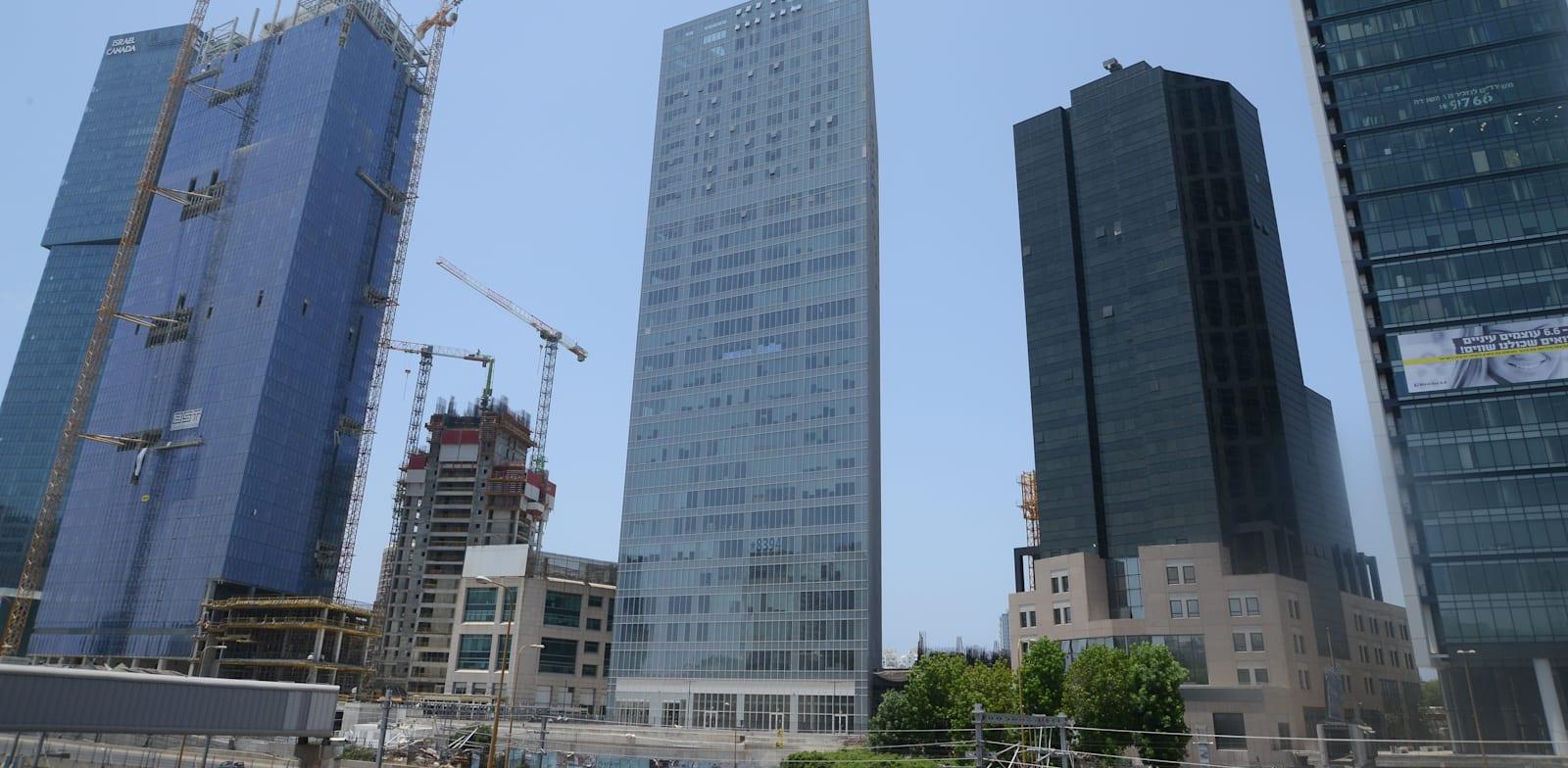 """מגדלי משרדים בת""""א / צילום: איל יצהר"""