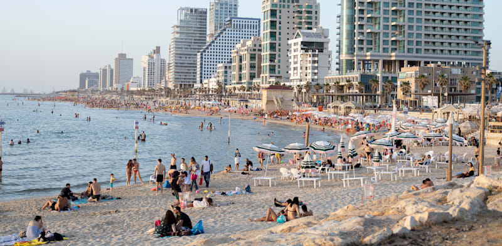 חוף הים בתל אביב / צילום: כדיה לוי