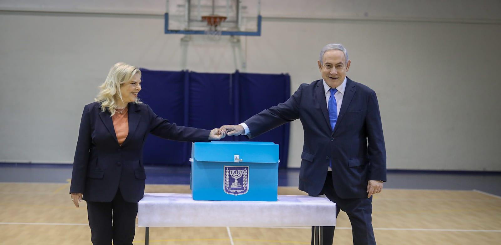 """בנימין ושרה נתניהו מצביעים בקלפי ביום הבחירות / צילום: מארק ישראל סלם, """"ג'רוזלם פוסט"""""""