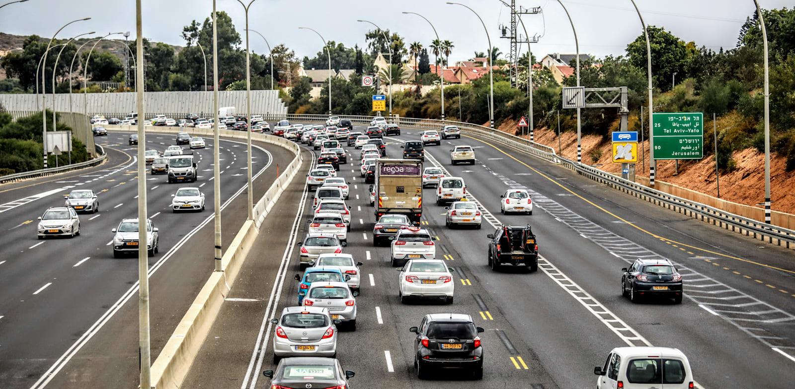 פקק ליד נתניה. בחמשת החודשים הראשונים של 2021 נוספו לכבישי ישראל כ-152 אלף כלי רכב / צילום: שלומי יוסף