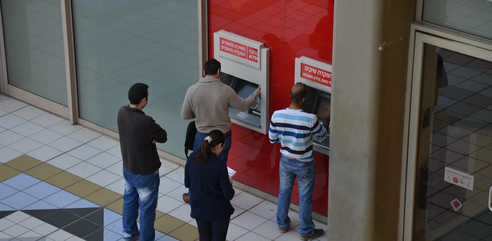 הקורונה הריצה את הישראלים למזומנים / צילום: תמר מצפי
