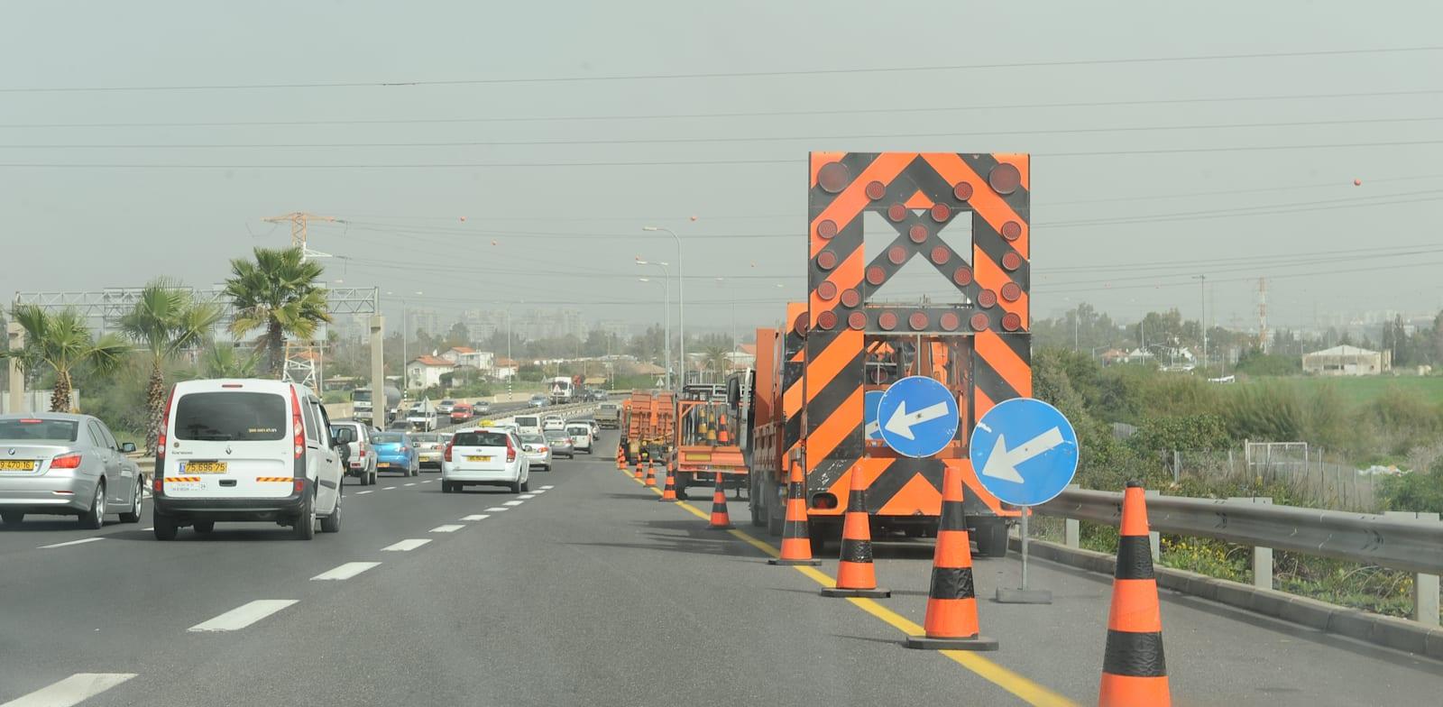 עבודות תשתיות בכביש / צילום: תמר מצפי