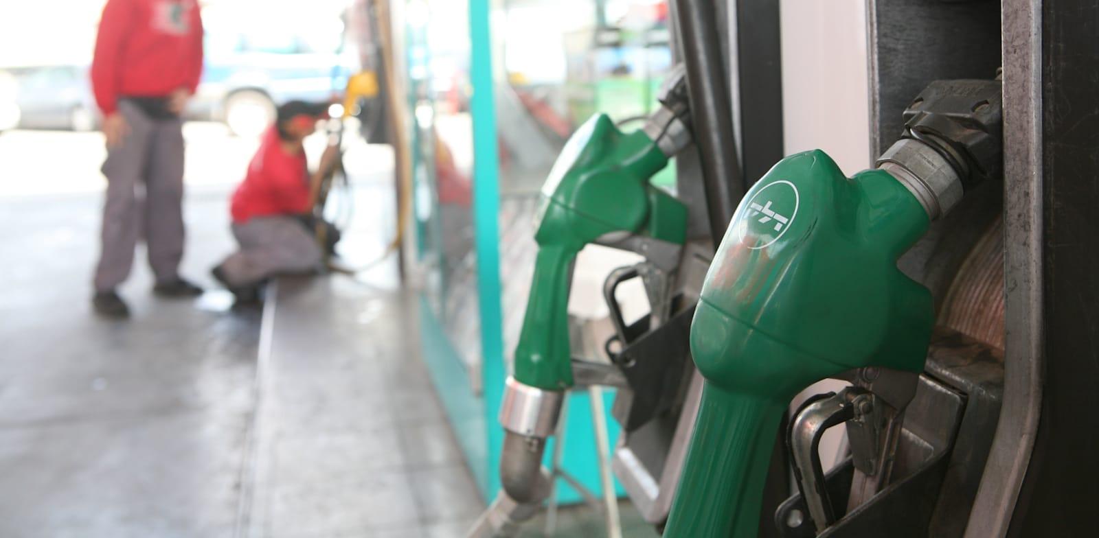 תחנת דלק. הרצון של המדינה ''לבקרה'' יעילה יותר על הוצאות הדלק מעורר זעם בקרב העצמאים / צילום: עינת לברון