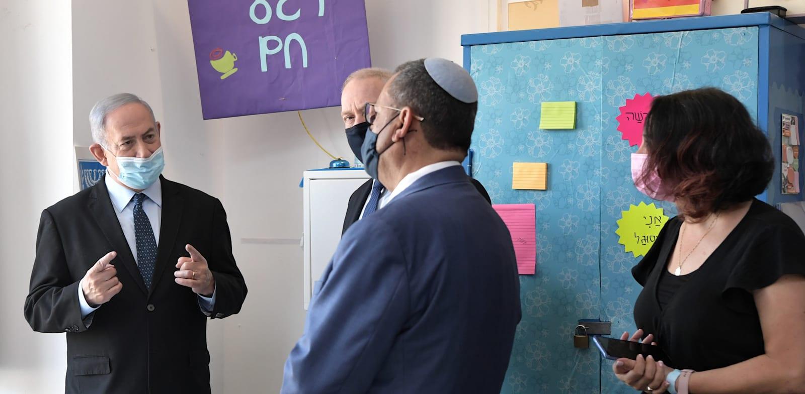 """ראש הממשלה בנימין נתניהו בביקור בבית ספר / צילום: קובי גדעון, לע""""מ"""