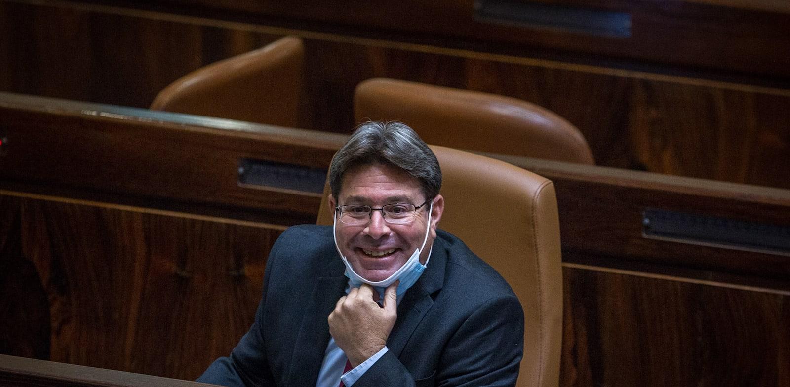 ראש ועדת החריגים השר אופיר אקוניס / צילום: אורון בן חקון