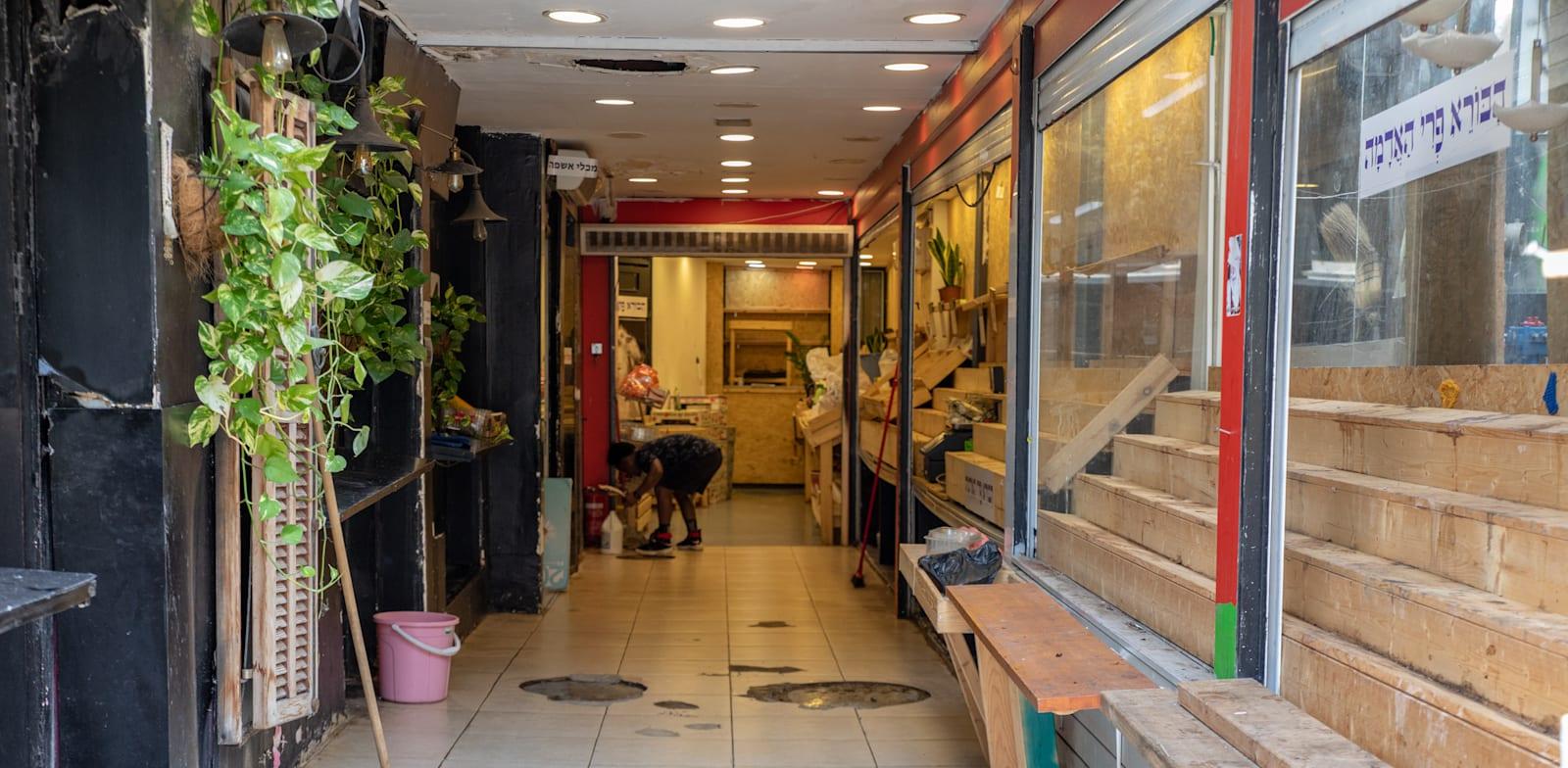 עסוקים סגורים על רק מגפת הקורונה / צילום: כדיה לוי