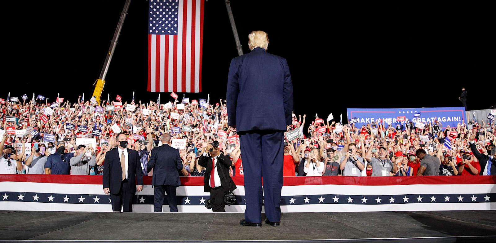 """דונלד טראמפ, נשיא ארה""""ב, בעצרת בחירות בקרולינה הצפונית / צילום: רויטרס, TOM BRENNER"""