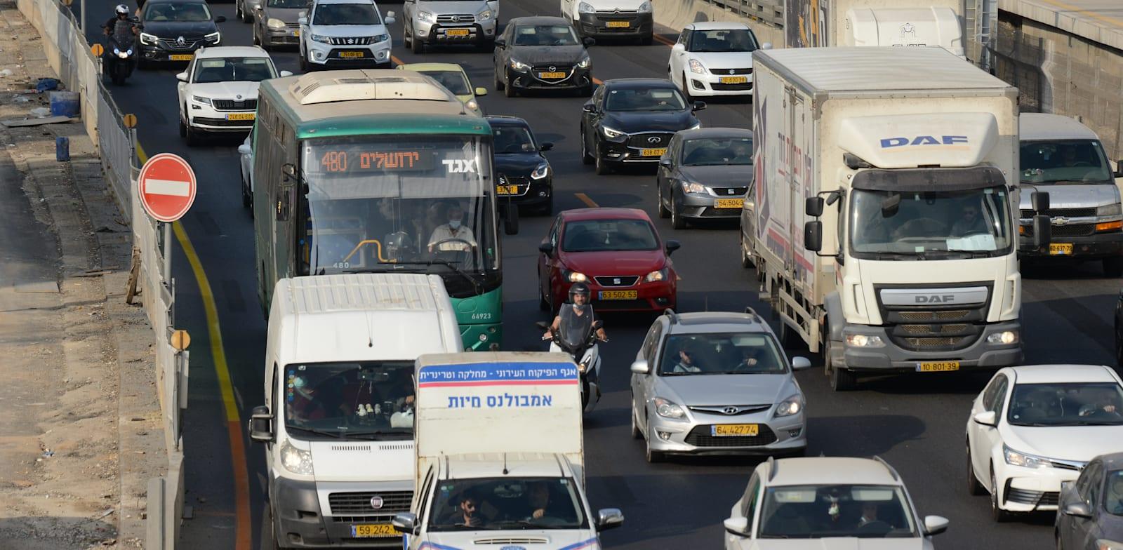 """פקקים בכניסה לת""""א. ב־OECD מעריכים כי עלות הגודש התחבורתי עומדת על כ־2% מהתוצר הגולמי של ישראל / צילום: איל יצהר"""