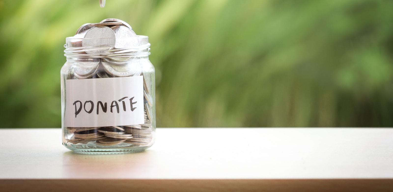 תרומות. הצורך בשליטה בגורלנו מתחזק בעיתות משבר / צילום: Shutterstock