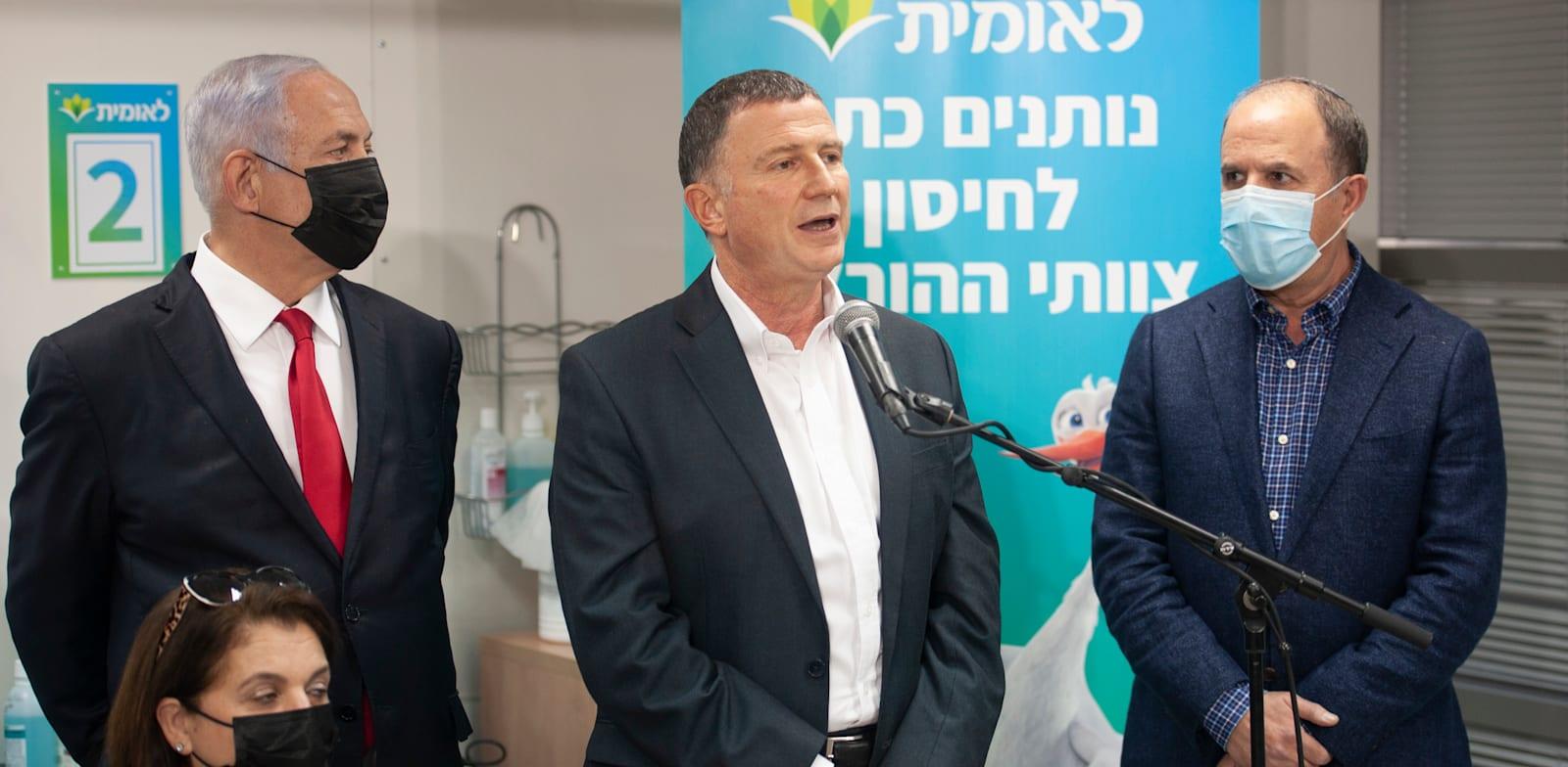 שר הבריאות יולי אדלשטיין וראש הממשלה בנימין נתניהו במתחם חיסוני הקורונה בקופת-חולים לאומית באשדוד / צילום: אבי רוקח ידיעות אחרונות