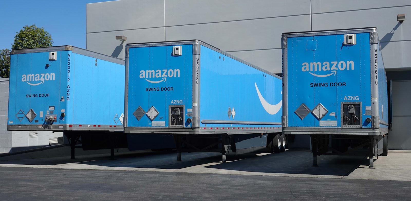 משאיות שילוח של אמזון / צילום: Shutterstock