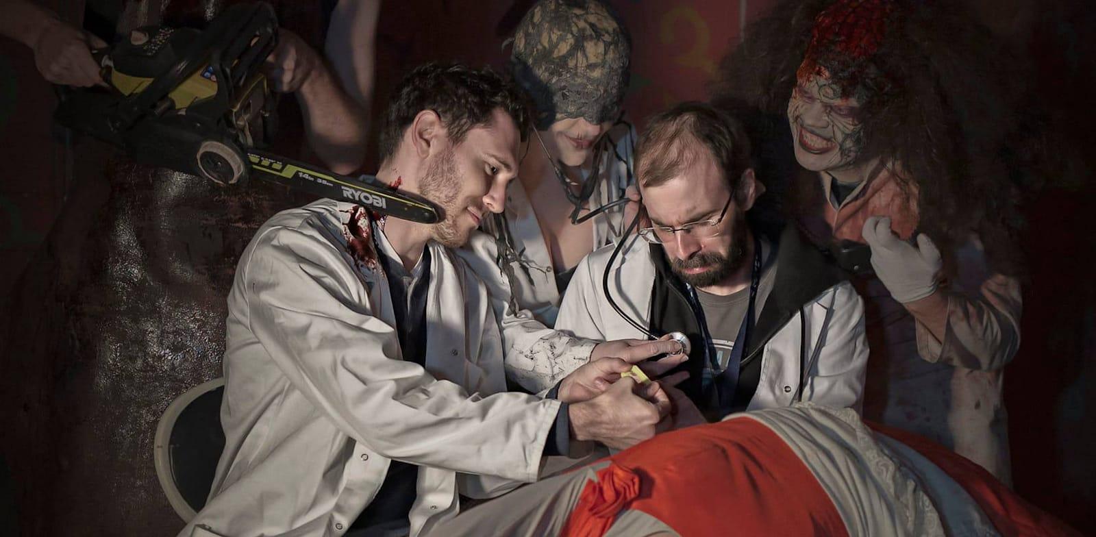 קולטן סקריבנר (באמצע) בסצנה מבוימת / צילום: Jacob Papso