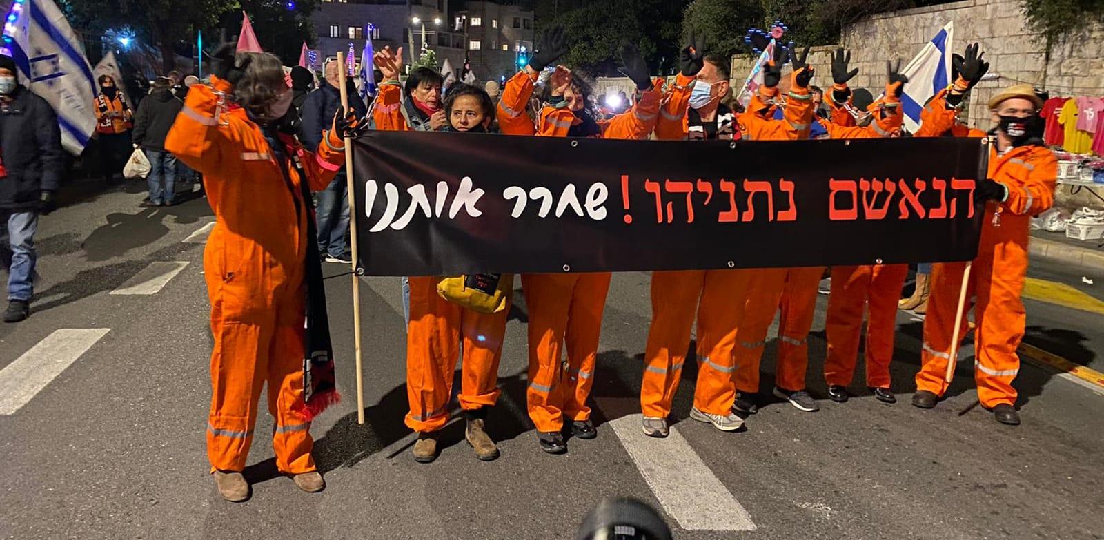 """""""מיצג האסירים"""" של אין מצב ותנועות המחאה """"ביבי שחרר אותנו"""" / צילום: אין מצב"""