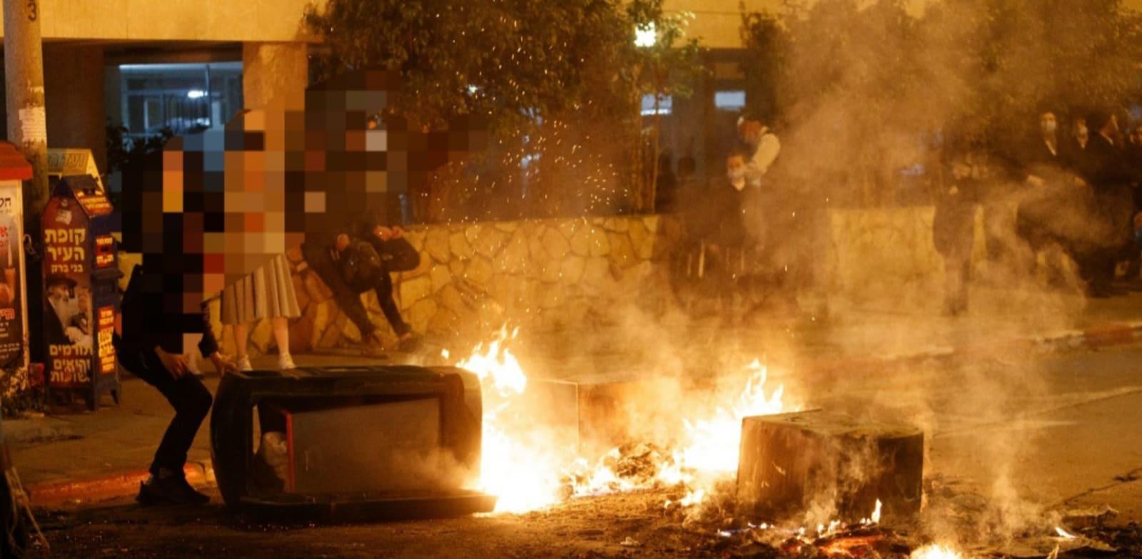 אוטובוס שהוצת בבני ברק / צילום: דוברות המשטרה