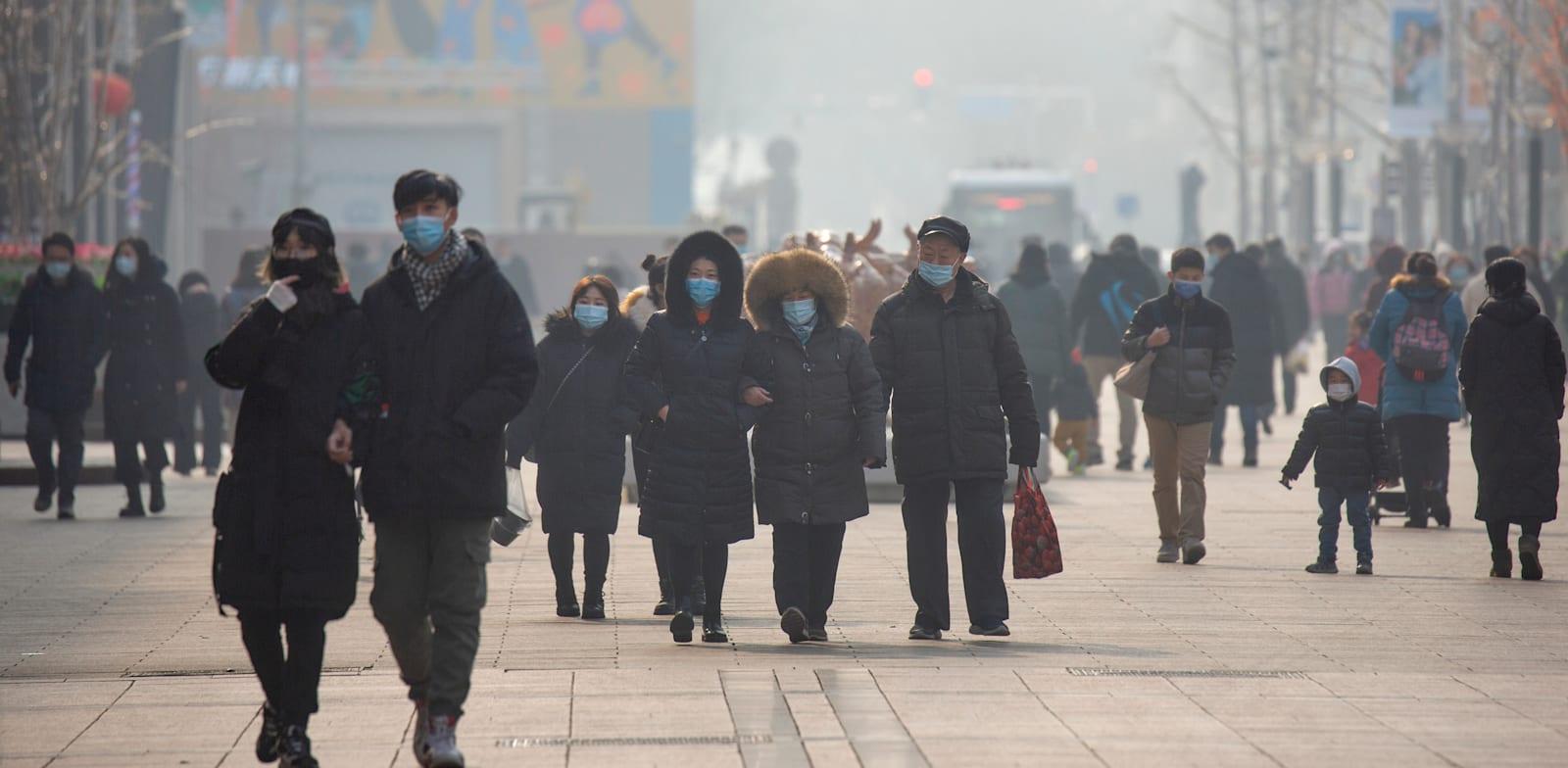 סין חזרה לשגרה ומשכה השקעות זרות, בעוד העולם עדיין מתמודד חולי ומוות, סגרים ועסקים קורסים / צילום: Associated Press, Mark Schiefelbein