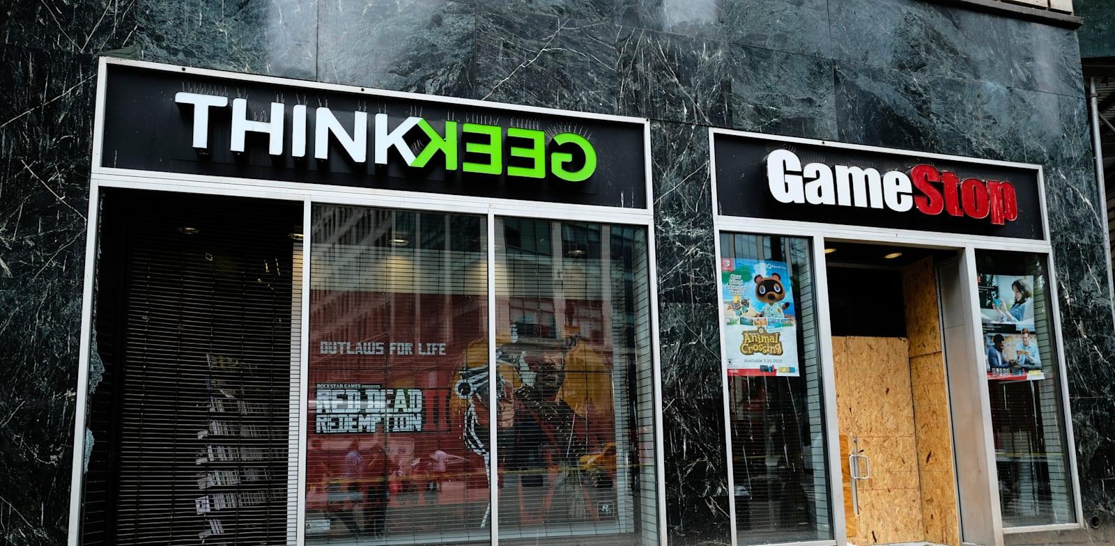 חנות סגורה של GameStop בצל הקורונה / צילום: Associated Press, Evan Agostini