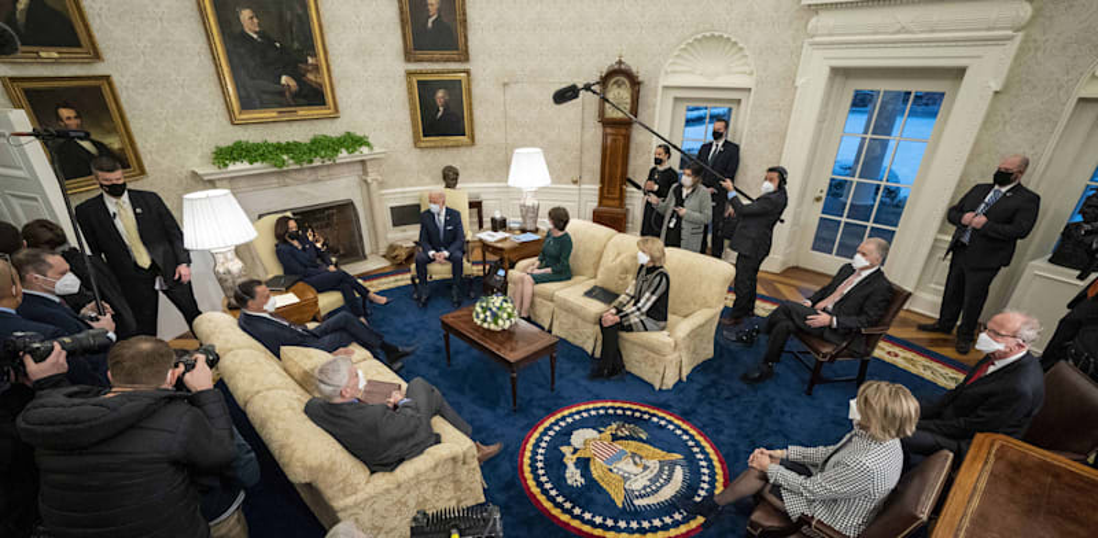 """נשיא ארה""""ב ג'ו ביידן במפגש עם סנאטורים רפובליקאים, השבוע / צילום: Reuters, Pool/ABACA"""