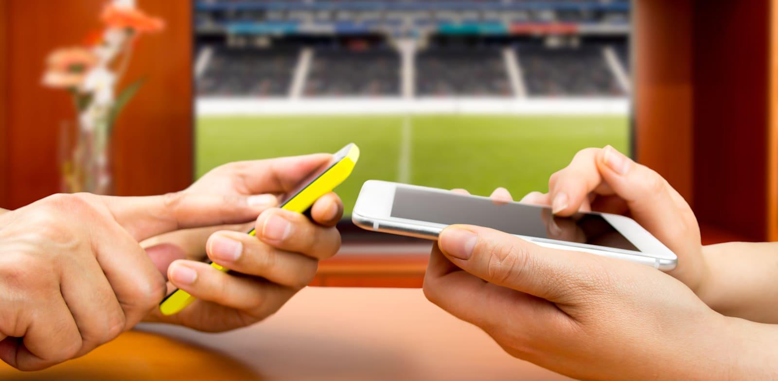 הימורי ספורט דרך הטלפון / צילום: Shutterstock, cunaplus