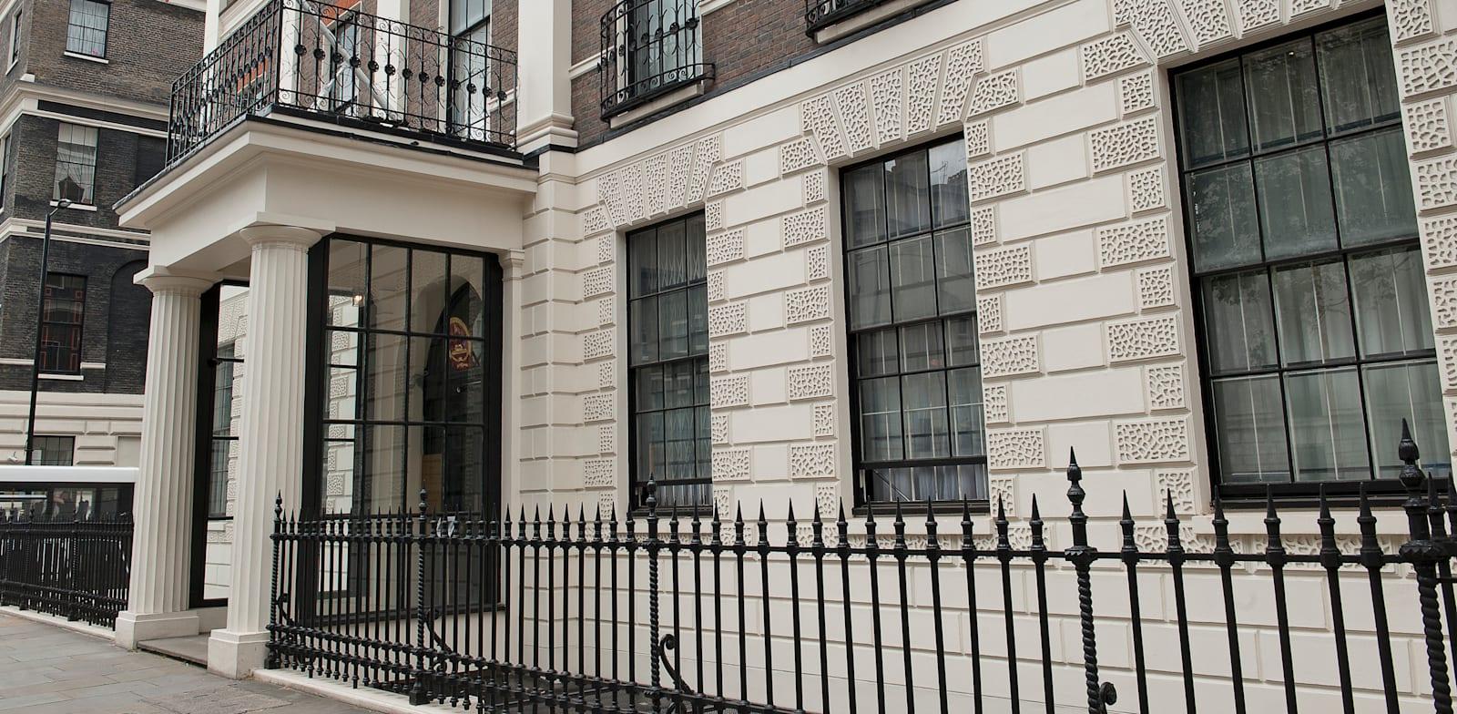 שגרירות סין בלונדון / צילום: Shutterstock, Karl Nesh