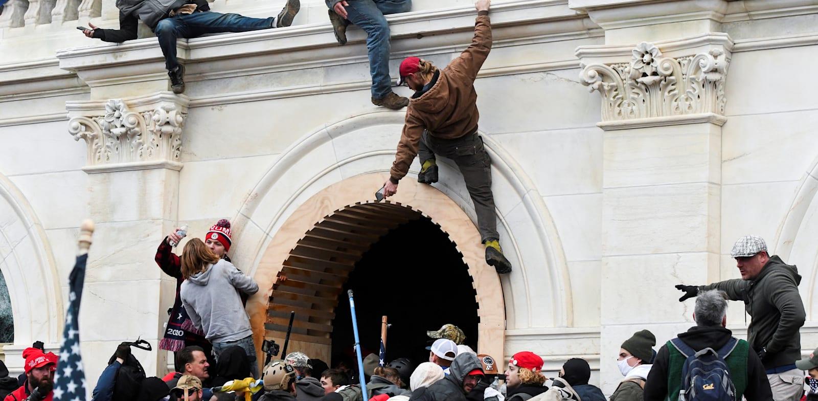 המהומות בבניין הקפיטול, לפני חודש / צילום: Reuters